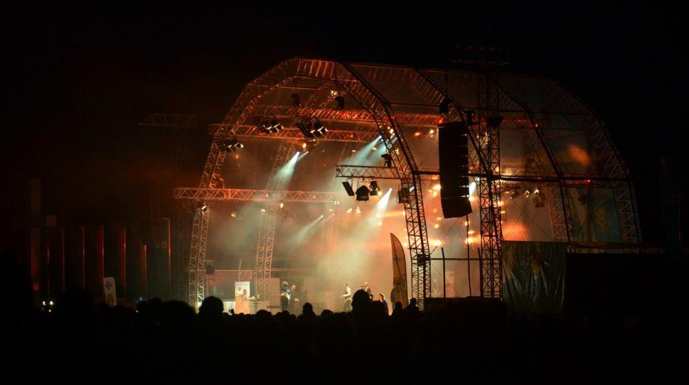 Bühne beim Open Air Festival copyright_JohannesW
